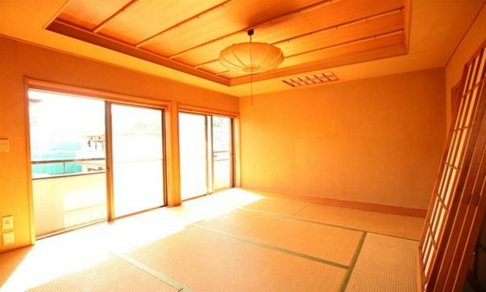和室 収納豊富な押入があり、生活感を隠せます。