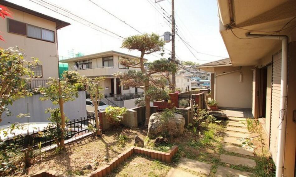 庭 ガーデニングや家庭菜園が楽しめます。直植えできるのは戸建てならではの良さですね。