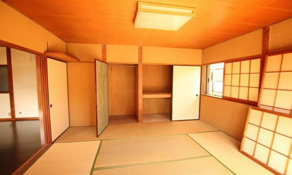 和室 リビングの横には和室がありますので、休日はゆっくりと癒しのひと時を演出してくれます。