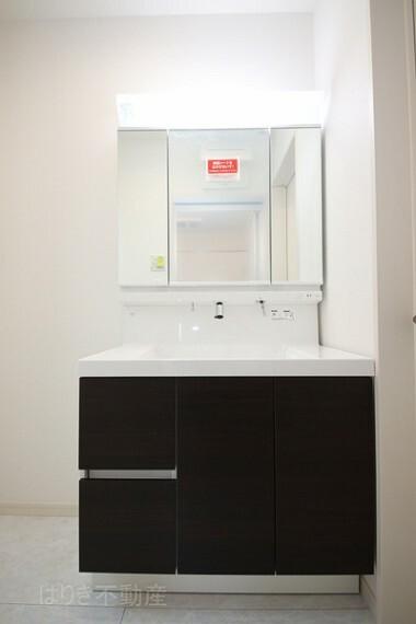 洗面化粧台 実用性もしっかりと備えた洗面台。