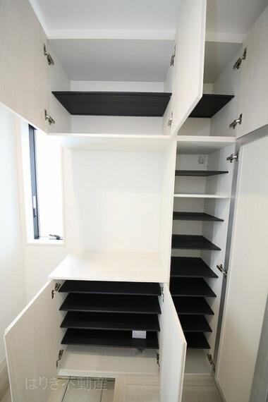 玄関 たっぷりサイズのシューズボックスを設置しておりますのでいつでもスッキリりとした空間を保てます。
