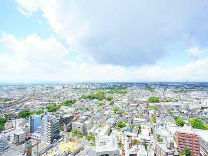 眺望 ご覧ください!この眺望!何一つ隔てるもののない、どこまでも広がる地平線。この眺めがリビングから毎日堪能できるのは、このマンションの高層階だけが持つ特権です。晴れた日には富士山が見えますよ。