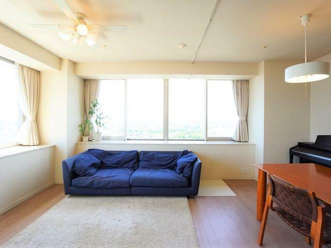 子供部屋 リビングは温水式の床暖房と、天井カセット式エアコンが設置されており、壁に空調設備を設置する必要がありません。