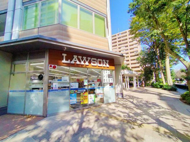 コンビニ ローソン武蔵野タワーズ店 徒歩0分。