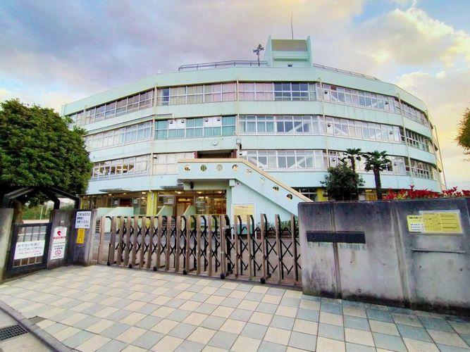 小学校 武蔵野市立井之頭小学校 徒歩9分。