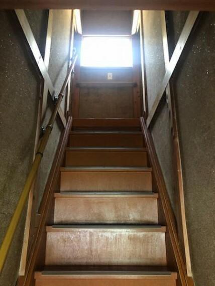 手すりのついた階段です!