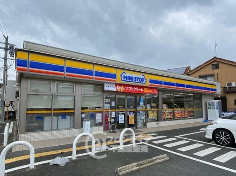 コンビニ ミニストップ 枚方村野高見台店