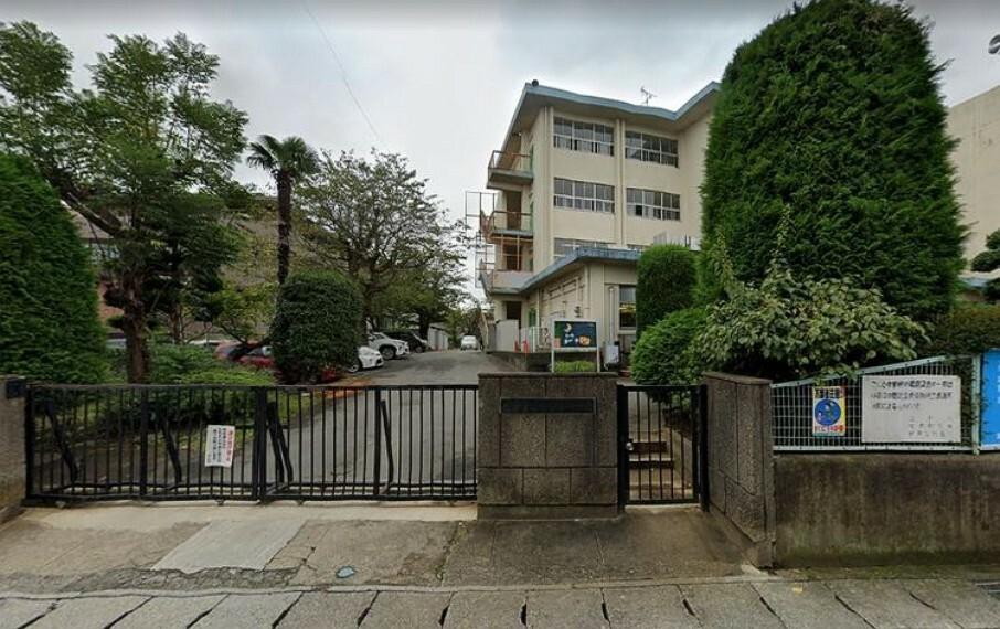 小学校 松戸市立松ケ丘小学校 徒歩3分。