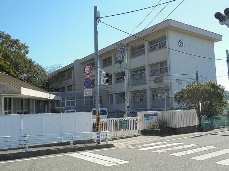 小学校 【小学校】一宮東小学校まで700m