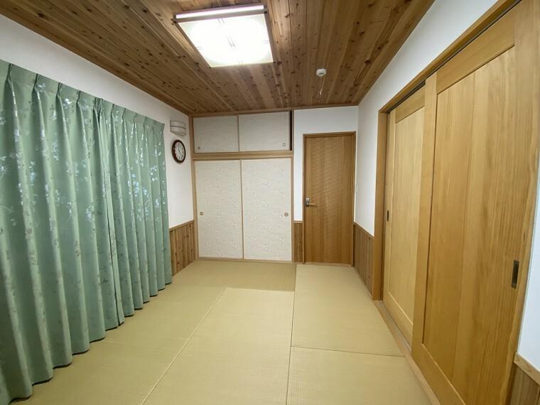和室 採光の良い和室はのんびりと寛げる空間。