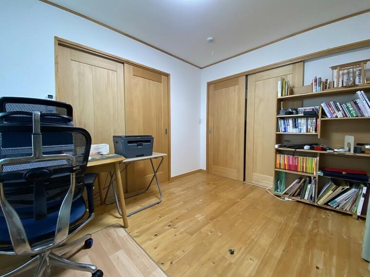 洋室 仕切りを開けると開放的空間。閉めれば固有のスペースが作れます。