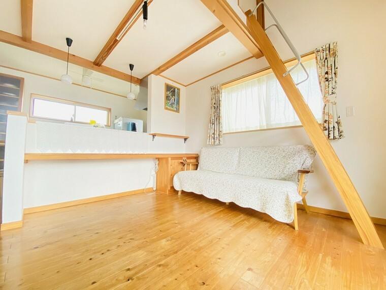 居間・リビング ロフト付きのリビングで空間を贅沢に活用したゆとりの生まれる家。