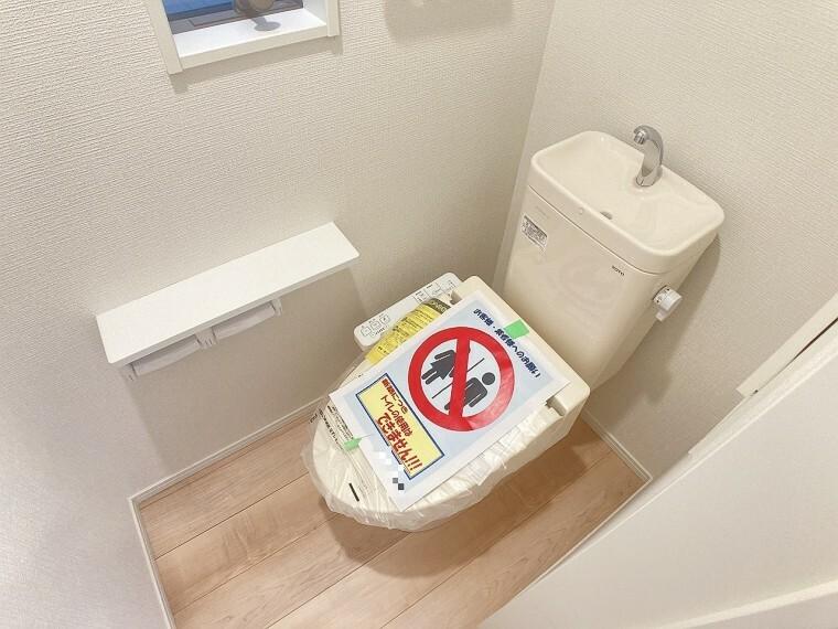 トイレ 清潔感のあるトイレです。窓もあるので換気もバッチリです!