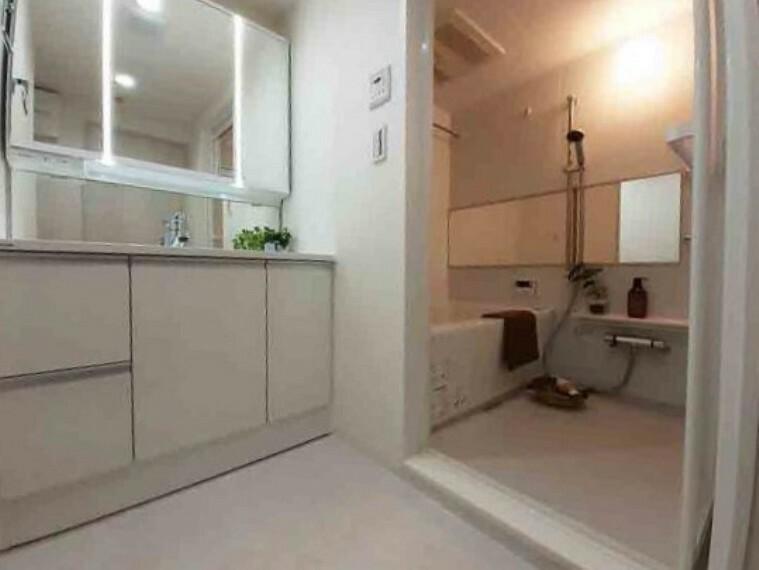 専用部・室内写真 防水パン設置 洗濯水栓交換 クッションフロア貼替