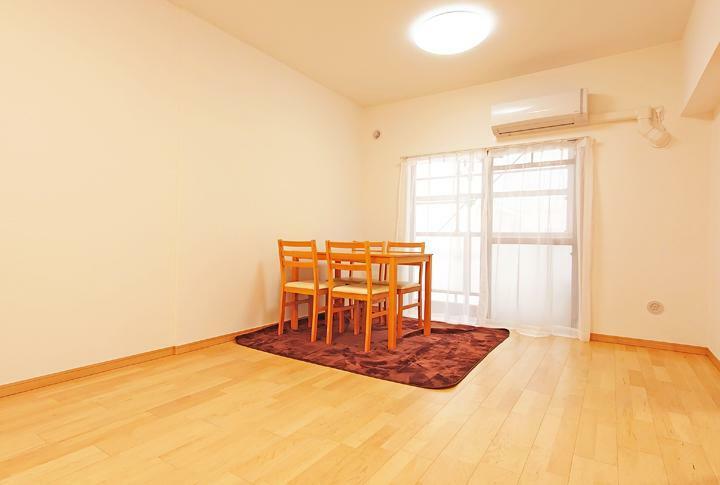 居間・リビング 南向きで陽当たり良好なリビングルーム