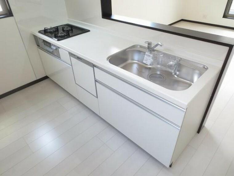 同仕様写真(内観) \同仕様写真/食器洗い乾燥機などの先進設備を備えたキッチン