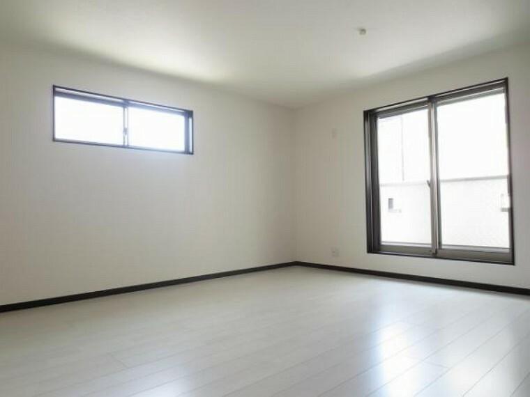 同仕様写真(内観) \同仕様写真/2面採光で明るく風通しの良い洋室です