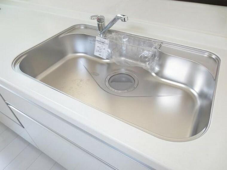 同仕様写真(内観) \同仕様写真/大きめの鍋も洗える使い勝手の良いワイドシンク