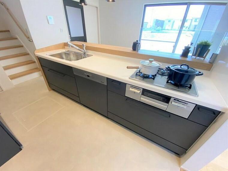キッチン キッチンには家族の一日分の食器を一度に洗える大容量のドイツ製Miele食洗器を装備