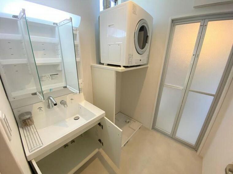 洗面化粧台 洗面室には奥様に嬉しい今話題のガス乾燥機「乾太くん」搭載 ガスのパワーでスピード乾燥!5kgの洗濯物は約1時間で乾きます