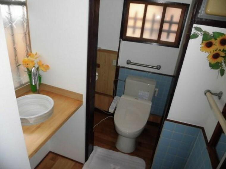 トイレ 平成25人に便器の入れ替えと手洗いを設置してあります。