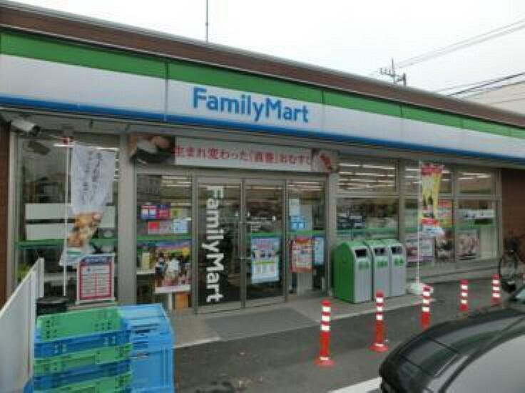 コンビニ ファミリーマート横浜神大寺一丁目店
