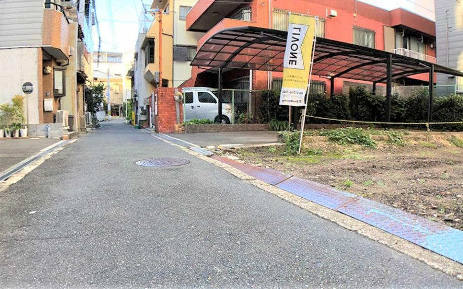現況写真 前面道路写真■一方通行の道路です。一般車両の通行も少ないのでお子様も安心です。