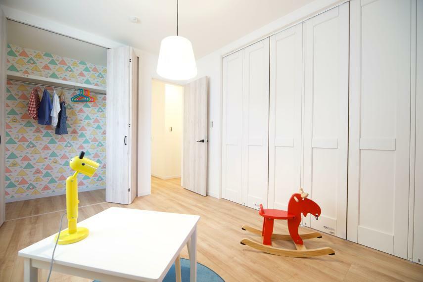 子供部屋 施工例■子供部屋にもしっかりと収納スペースを配置し、ベッドスペース、デスクスペースをしっかり確保することができ、収納家具は不要で自然と片付くお部屋に。