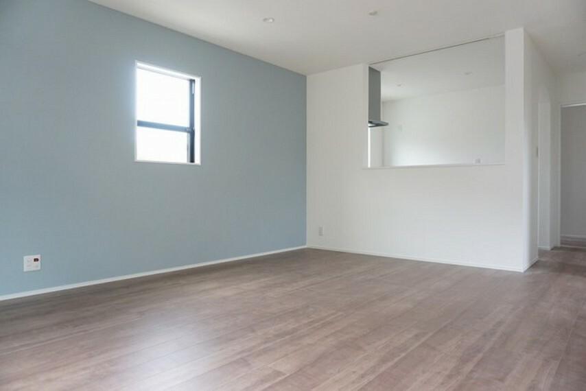 居間・リビング (同仕様写真)充分な広さがあるので家族全員でゆったりと過ごせるリビングとなりそうです^^
