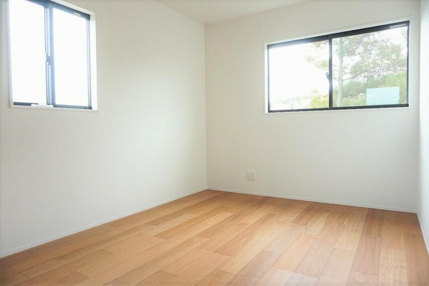 寝室 (同仕様写真)明るい日差しのしっかり差し込む洋室は寝室としての利用もおすすめです^^快適に過ごせます。