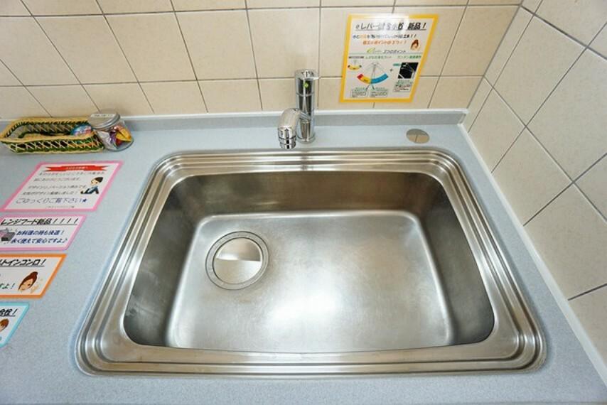 キッチン 大きなお鍋も洗える幅の広いシンクです^^