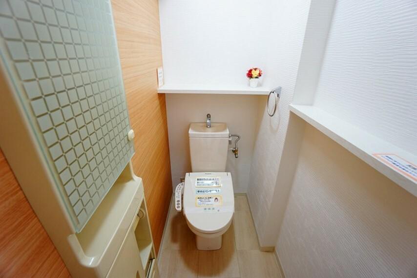 トイレ ウォシュレット、暖房便座、節電・節水機能など、使い勝手のよいトイレです。