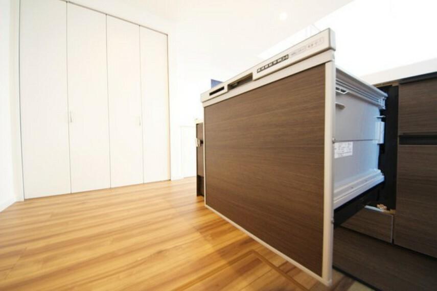 キッチン 【施工例】キッチンは食器洗浄乾燥機付き。主婦には嬉しい設備ですね!食後の自分の時間が持てますね。