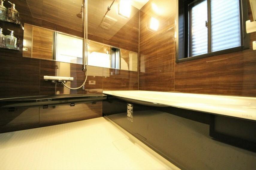 浴室 【施工例】広々バスで1日の疲れをリフレッシュ!浴室乾燥機付きで、防カビ対策や悪天候の日のお洗濯物にも困りませんね!