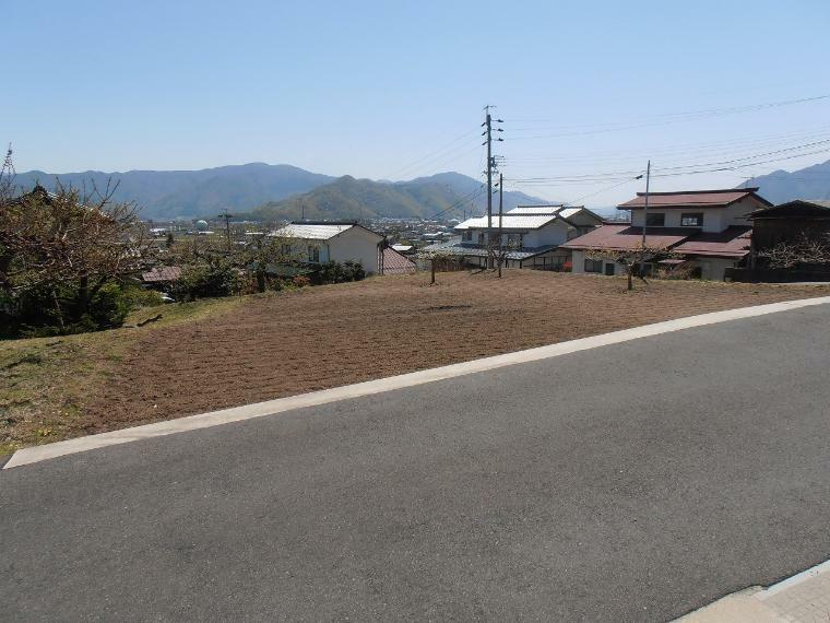 現況写真 北側前面道路を含む外観