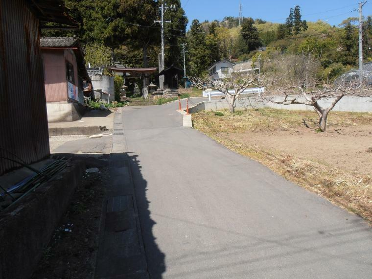 現況写真 南側前面道路を含む外観