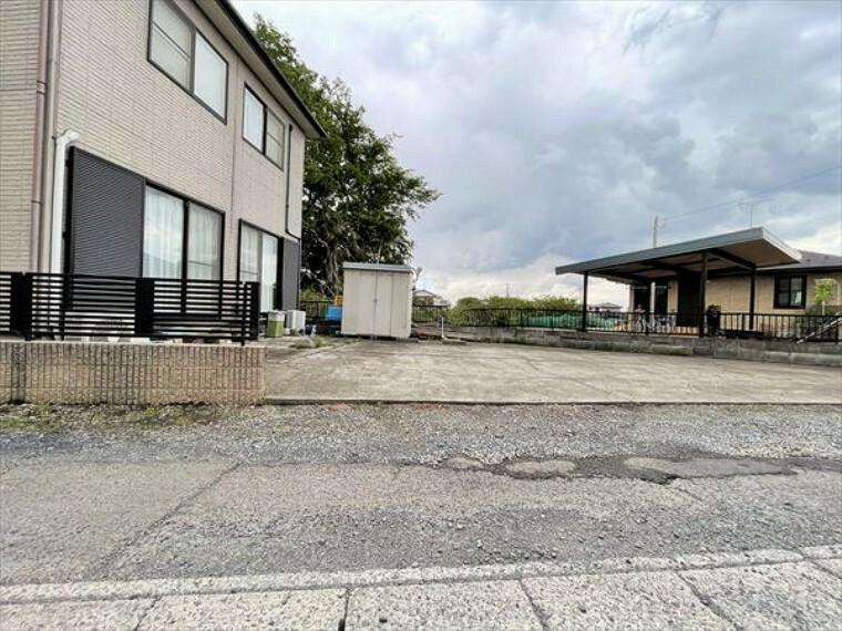 駐車場 並列2台駐車可能な、ゆとりのカースペースがここに。