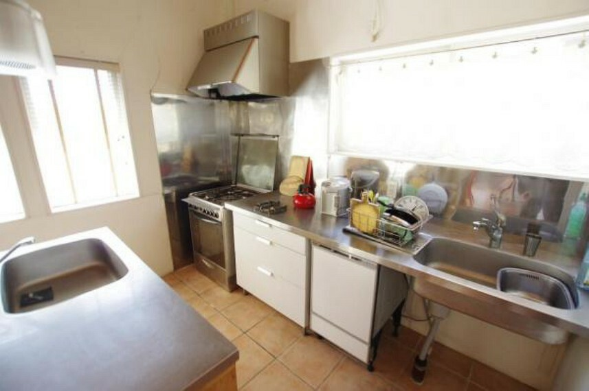 キッチン キッチン!収納スペースもあります