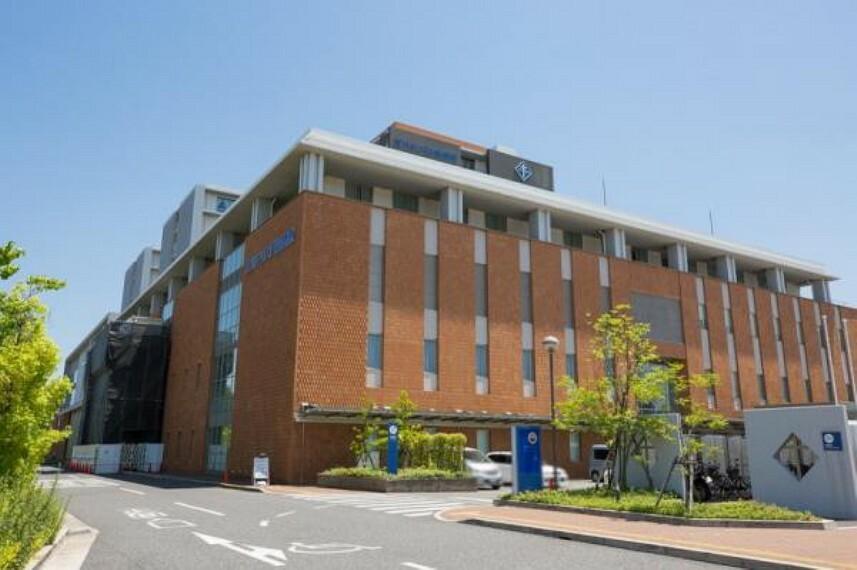 病院 淀川キリスト教病院 約600m 徒歩8分