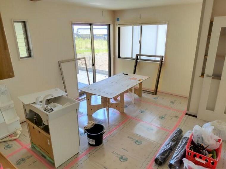 居間・リビング 【リフォーム中】クロス・天井は貼替をします。床は補修します。(2021.5.30撮影)
