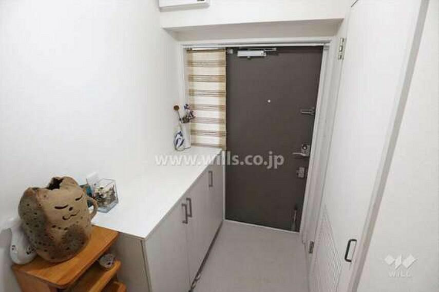 玄関 玄関スペース。シューズボックスも収納豊富です。物入もあるので、ベビーカーやアウトドア用品などが収納できます。
