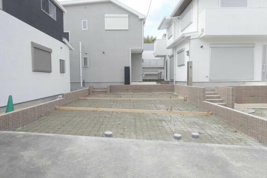 駐車場 物件の駐車スペース、2台駐車可能なスペースがあります。[2021年2月3日撮影]