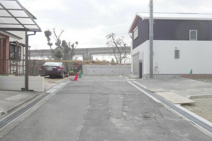 現況写真 物件の東側前面道路(北側から)[2021年2月3日撮影]
