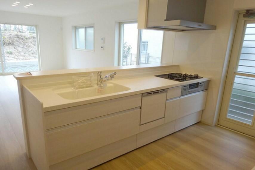 キッチン キッチン、奥様には嬉しい食洗器付きです。[2021年2月3日撮影]