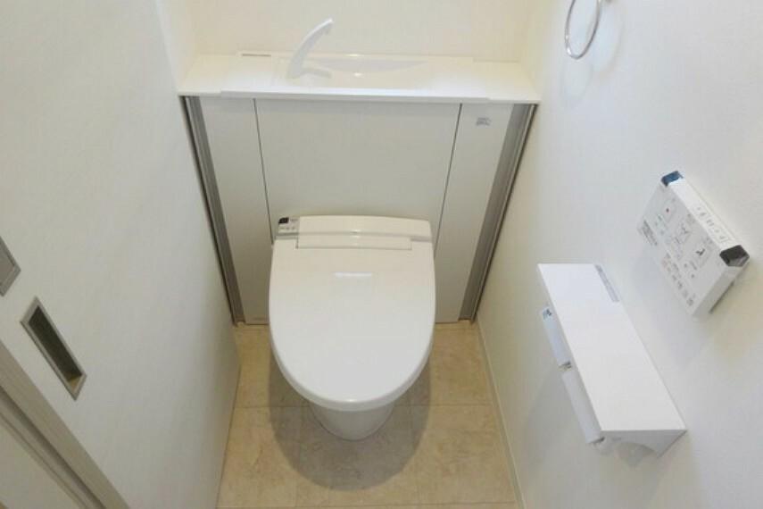 トイレ トイレ、温水洗浄便座付き、見た目もスッキリしています。[2021年2月3日撮影]
