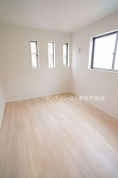 洋室 1号棟:子供部屋にも嬉しい全居室収納スペース(2021年07月撮影)