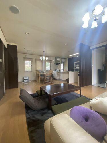 居間・リビング お部屋の奥まで光が差し込むあたたかな住空間です。