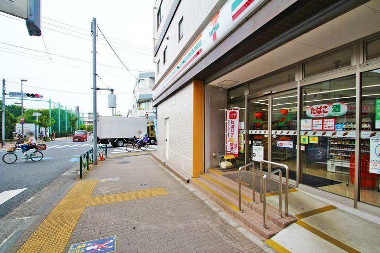 コンビニ セブンイレブン練馬石神井町2丁目店 徒歩4分。