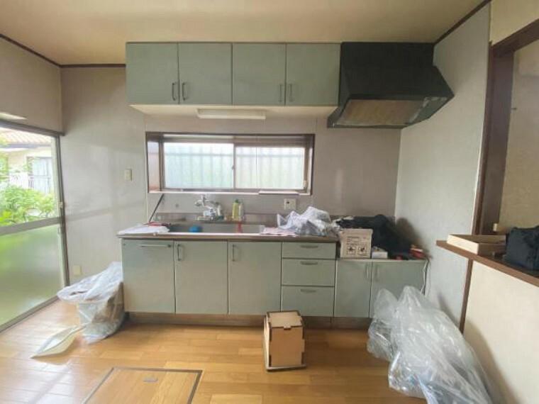キッチン 収納付きシステムキッチン。パスタ鍋や圧力鍋の出し入れもスムーズ
