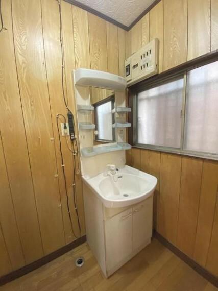 洗面化粧台 清潔感溢れるスタイリッシュなデザインの洗面化粧台